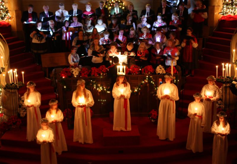 Lucia and choir